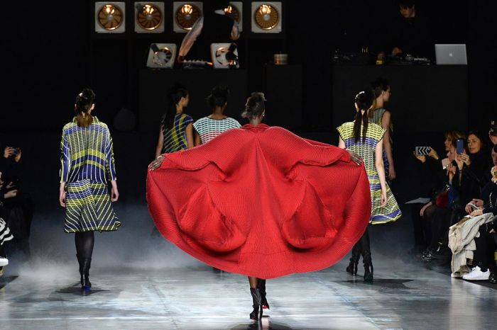 Models present creations for Issey Miyake during the 2016-2017 fall/winter ready-to-wear collection on March 4, 2016 in Paris.  AFP PHOTO / BERTRAND GUAY / AFP / BERTRAND GUAY        (Photo credit should read BERTRAND GUAY/AFP/Getty Images)