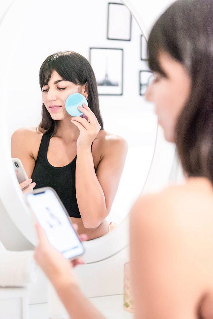 Modalita' Glow Boost della spazzola pulizia viso FOREO LUNA mini 3